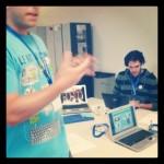 Antonio Mora explicando las distintas plataformas donde jugar
